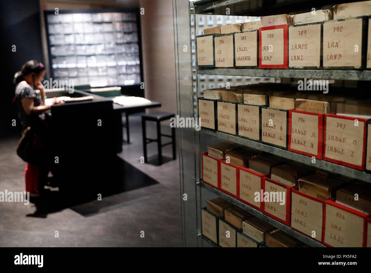 International Red Cross and Red Crescent Museum (ICRC). Permanent exhibition. Restoring famaily links.  The International Prisoners of War Agency (191 - Stock Image