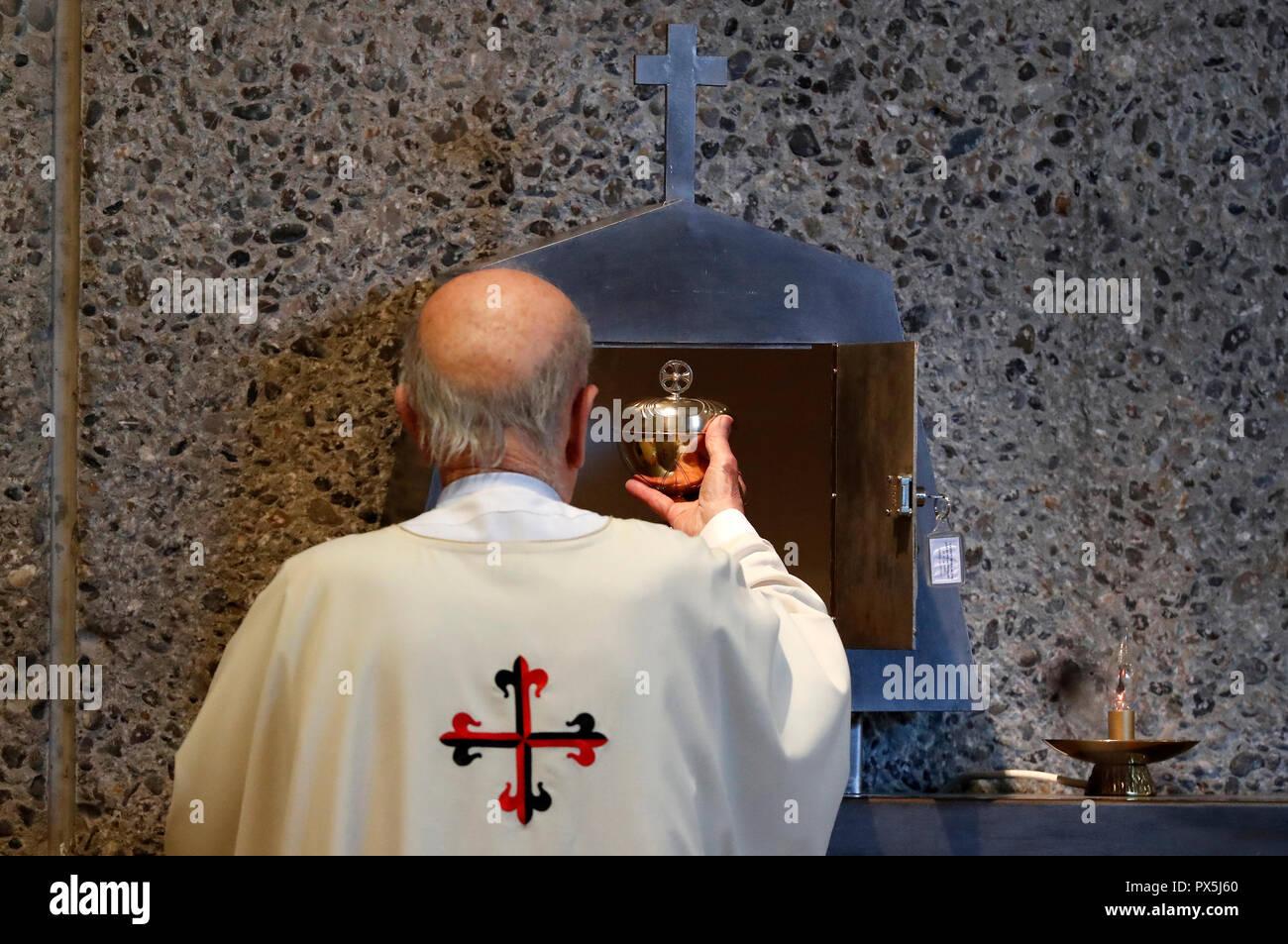 The Visitation Monastery  Catholic mass  Tabernacle  Marclaz