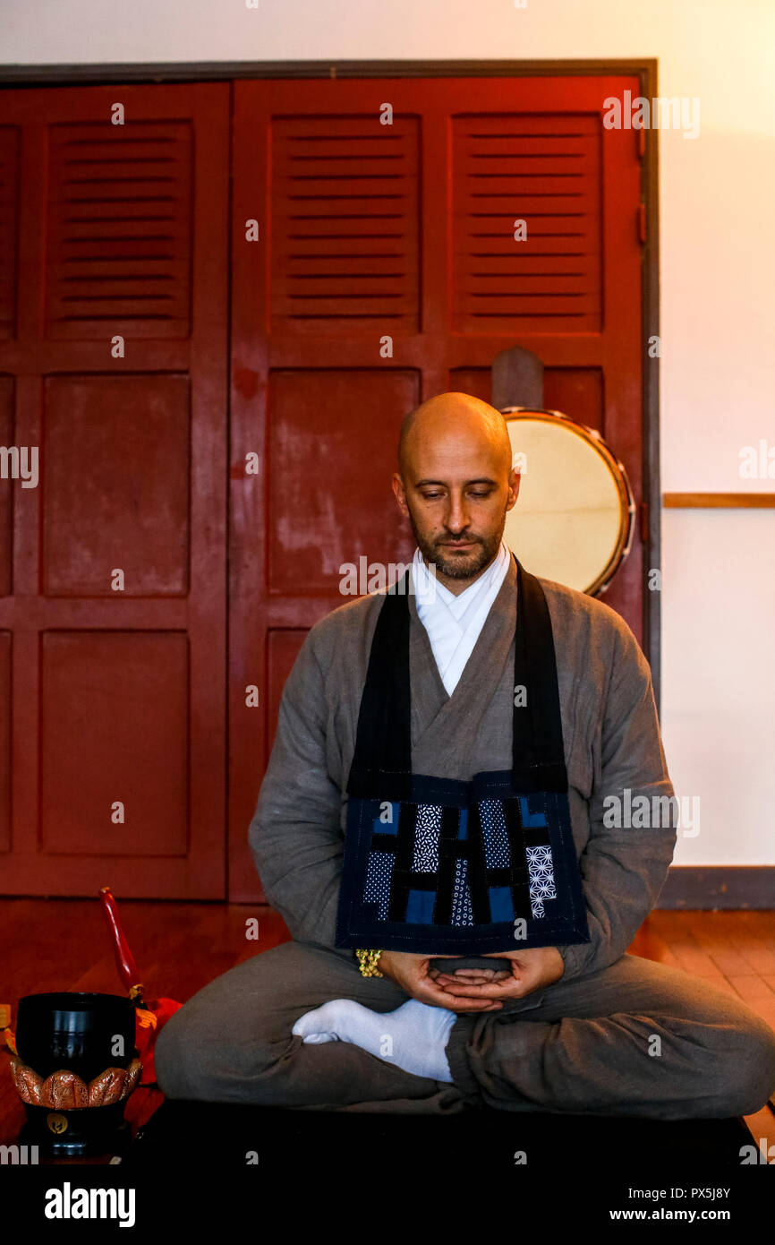 Zazen (meditation) during a zen sesshin (retreat) in Lanau, Cantal. - Stock Image