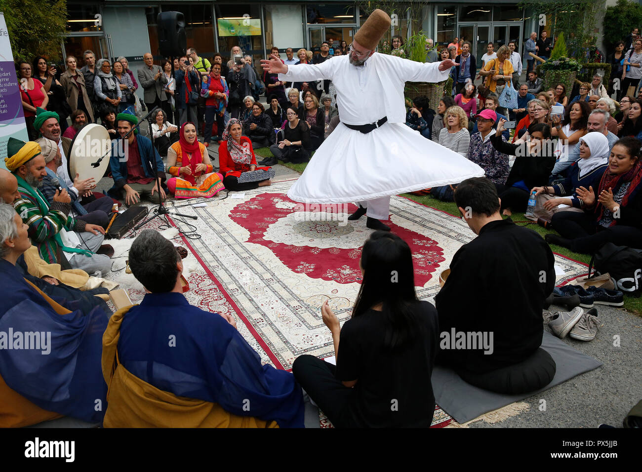 Zen buddhists and muslim sufis praying and celebrating together at the Salon Zen, Paris, France. Whirling dervish. - Stock Image