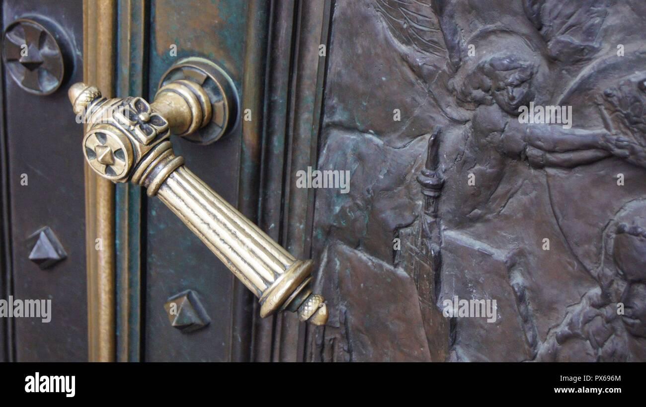 Antique ornamental handle on church doors. - Antique Ornamental Handle On Church Doors Stock Photo: 222644428 - Alamy