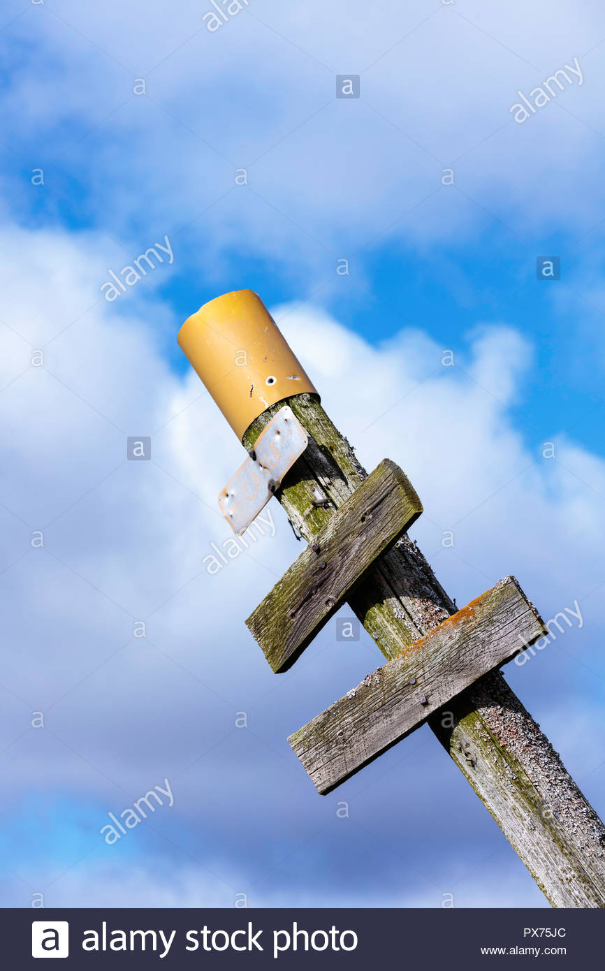 Confusing old faded trail marker with no information in the middle of nowhere bad directions to nowhere - Stock Image