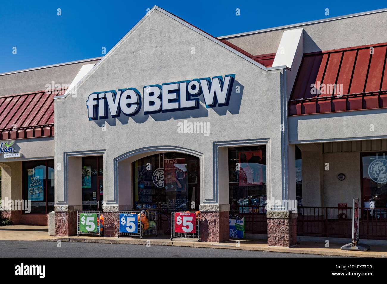 Lancaster Pa Usa October 18 2018 Five Below Is An American Publicly Held Chain Of Discount Stores With Over 600 Locations That Sells Products T