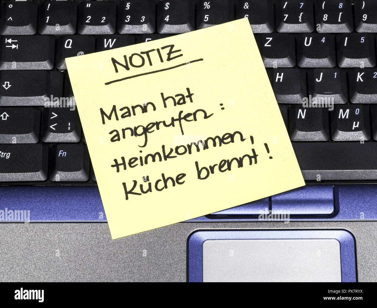 Memo note on notebook, note husband called coming home kitchen is burning paternity leave - Stock Image