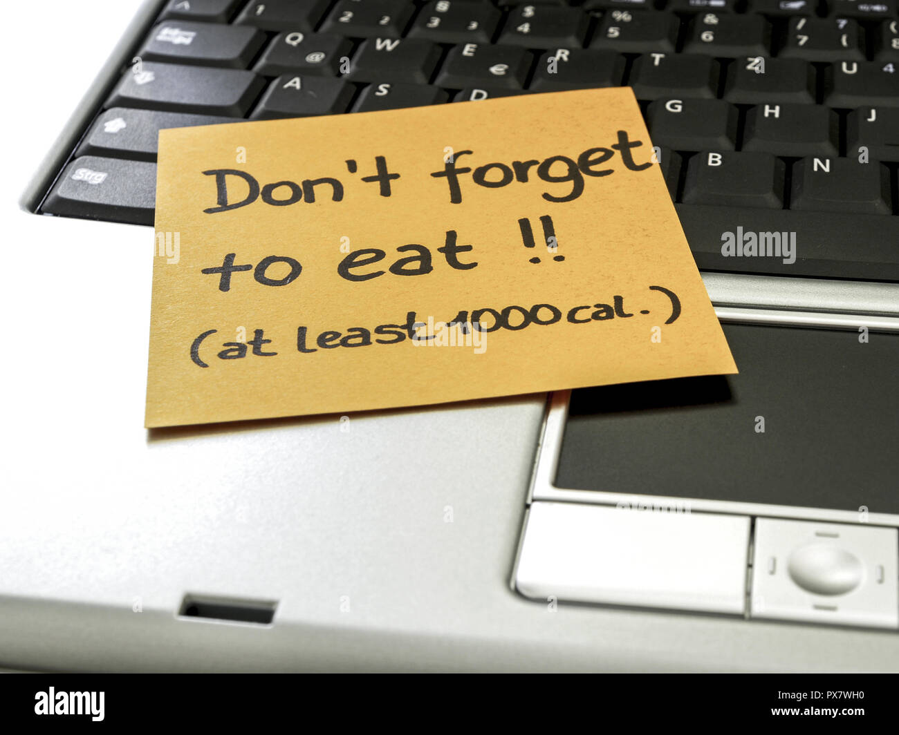 Memo note on notebook, Don´t forget to eat (at least 1000 cal.) - Stock Image