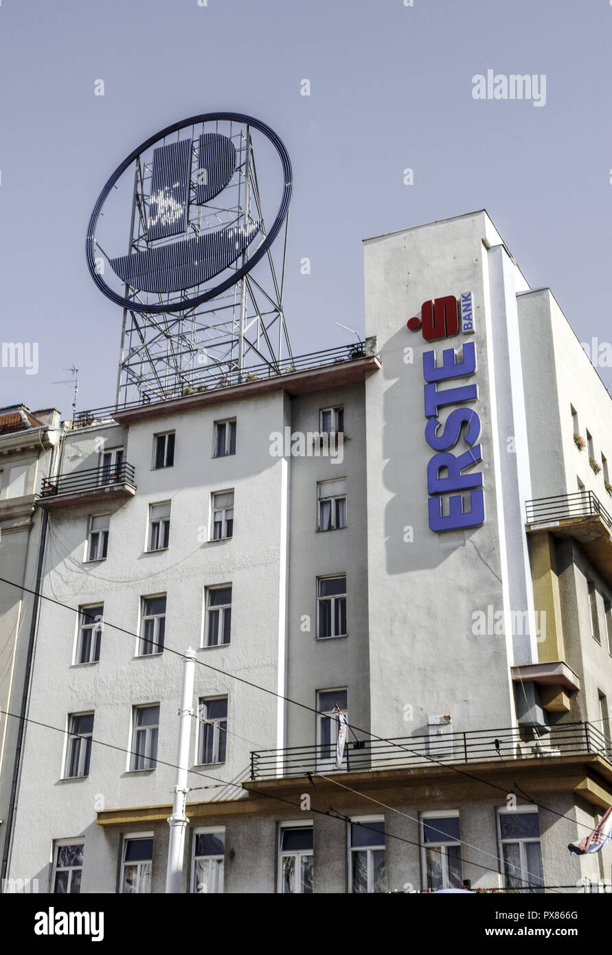 Erste Bank Building High Resolution Stock Photography And Images Alamy
