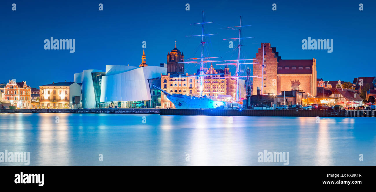 Classic panoramic view of the hanseatic city of Stralsund during blue hour at dusk, Mecklenburg-Vorpommern, Germany - Stock Image