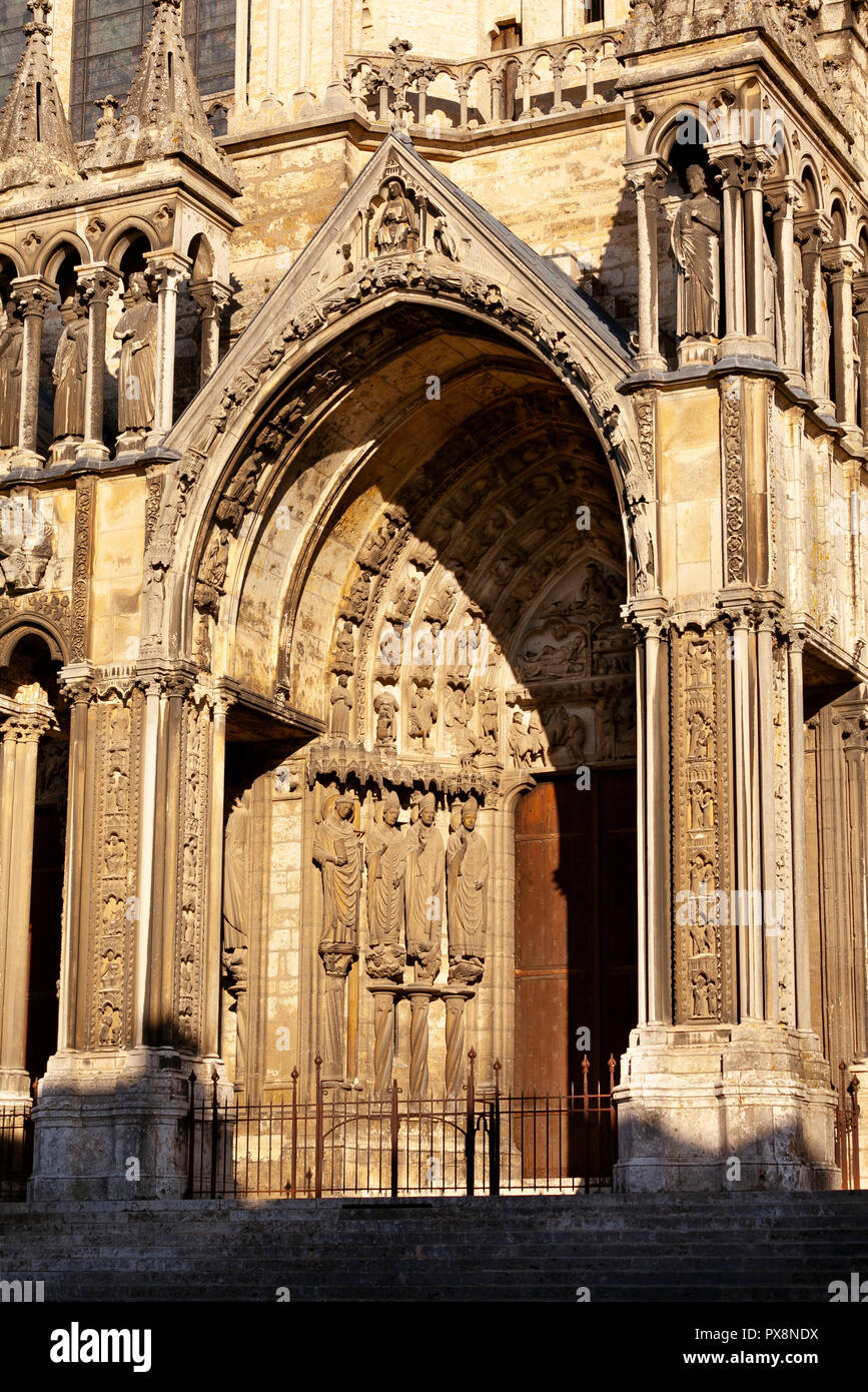 The entrance to Chartres Cathedral de Notre Dame, France Stock Photo