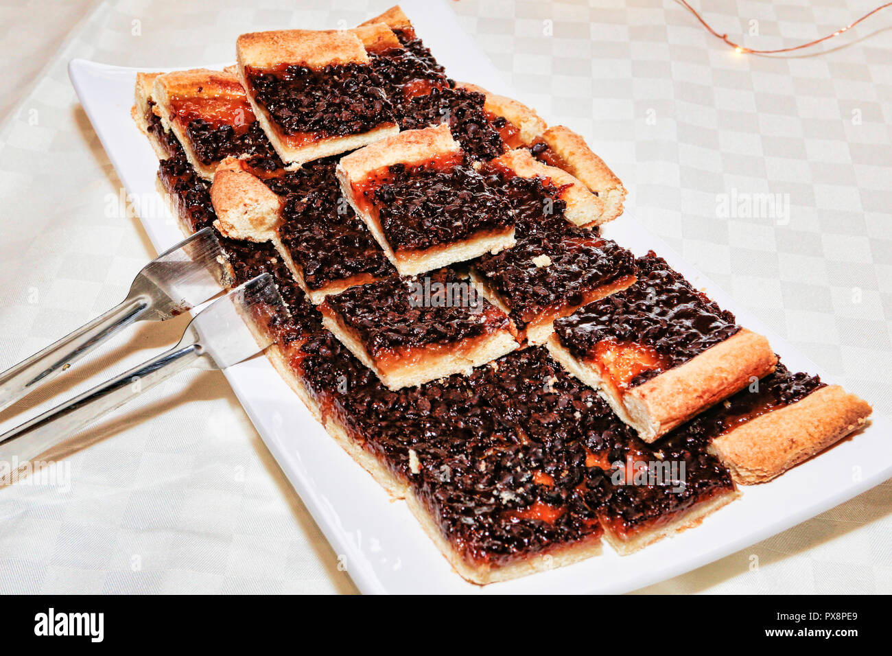 Tray with many pieces of icing blueberry pie - Stock Image