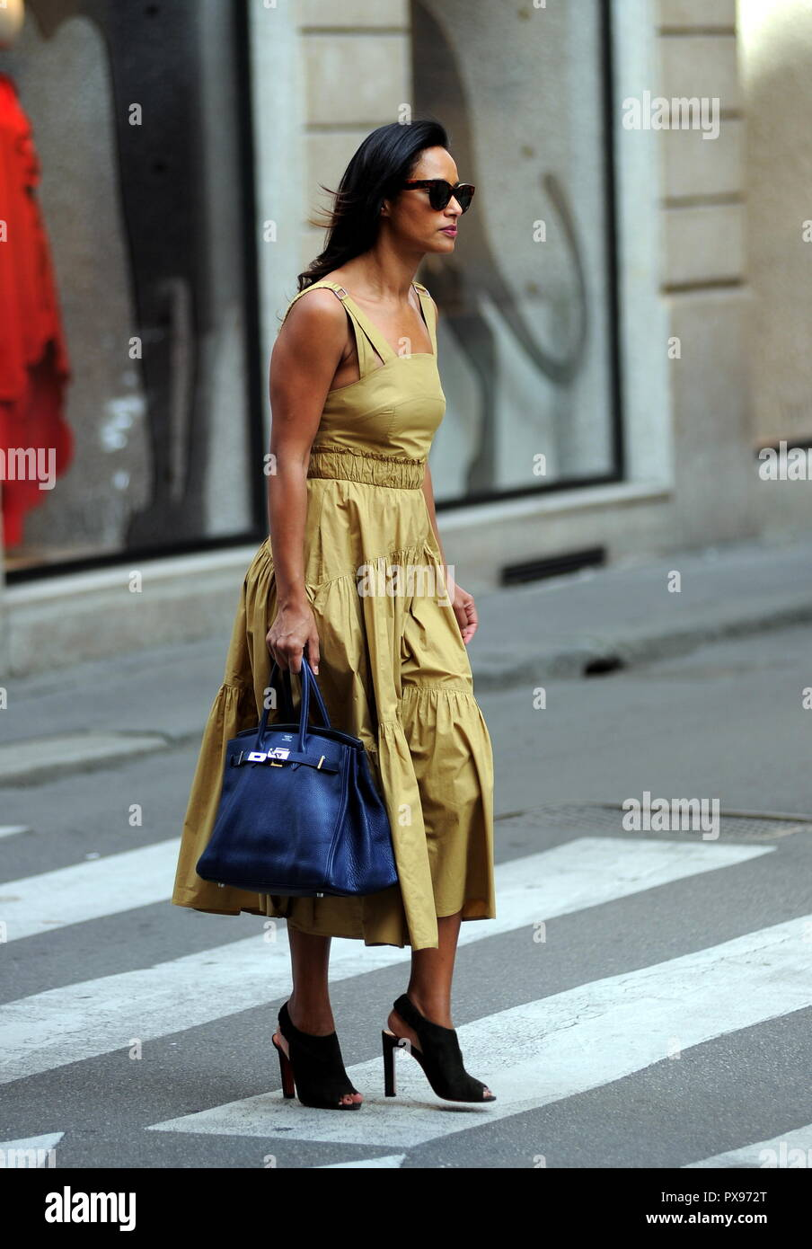 Milan, Rula Jebreal walking in the center of Rula Jebreal, the Palestinian journalist and writer of Israeli citizenship, naturalized and resident in Italy, amazed by the streets of the center. Here it is, dressed very elegantly, walking in via Montenapoleone. Stock Photo