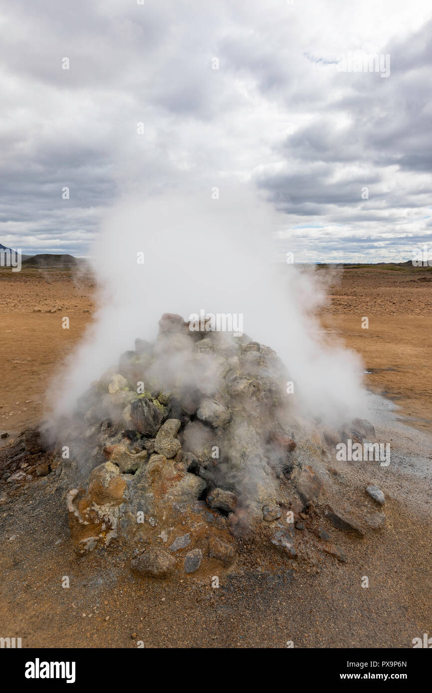 Hverarönd mud pots, steam vents, and sulphur deposits on the north coast of Iceland. - Stock Image