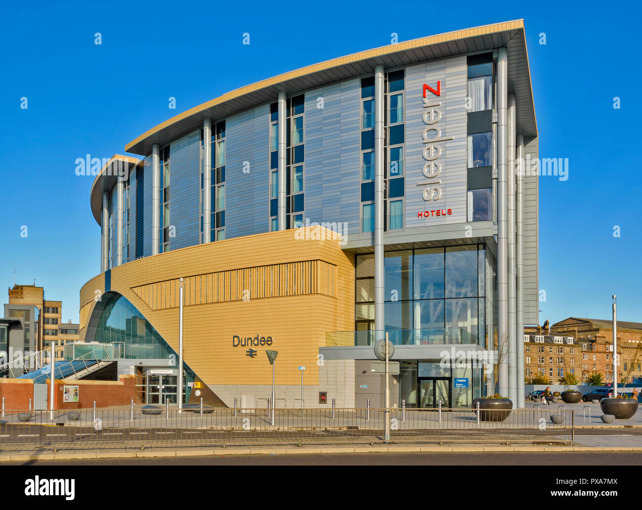 DUNDEE SCOTLAND THE NEW RAILWAY STATION BUILDING - Stock Image