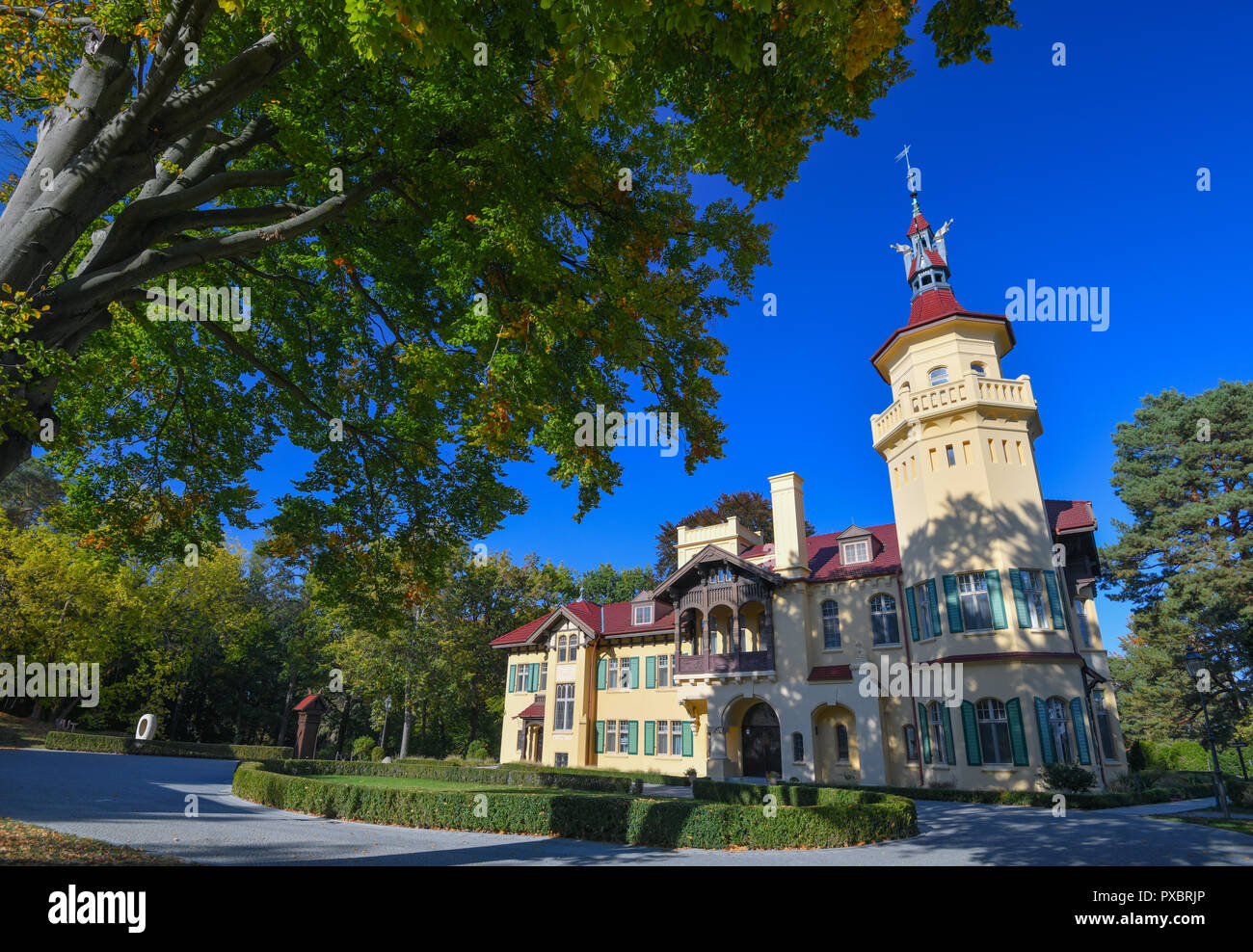 Storkow, Germany. 11th Oct, 2018. The castle Hubertushöhe by the entrepreneur and artist Rainer Opolka by the company Zweibrüder Kunst- und Kultur GmbH. Rainer Opolka wants to develop the area around Hubertushöhe Castle into an art and literature park. (to dpa-KORR 'From elitist castle hotel to art and literature park for all' from 21.10.2018) Credit: Patrick Pleul/ZB/dpa/Alamy Live News - Stock Image