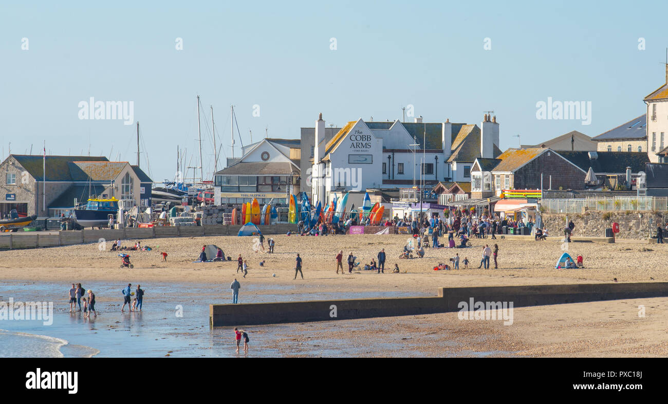 Lyme Regis, Dorset, UK. 21st October 2018.  UK Weather:  Warm weekend sunshine and clear blue skies at Lyme Regis. Britain enjoys one last sunny weekend before chillier, wintery conditions arrive and temperatures plummet later in the week. Credit: Celia McMahon/Alamy Live News - Stock Image