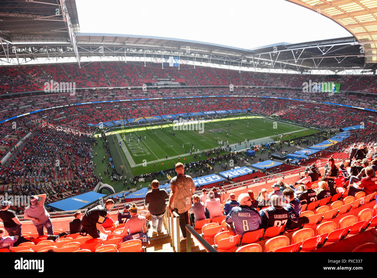 London, UK.  21 October 2018. Fans arrive for the Tennessee Titans at Los Angeles Chargers NFL game at Wembley Stadium, the second of the NFL London 2018 games.  Credit: Stephen Chung / Alamy Live News - Stock Image