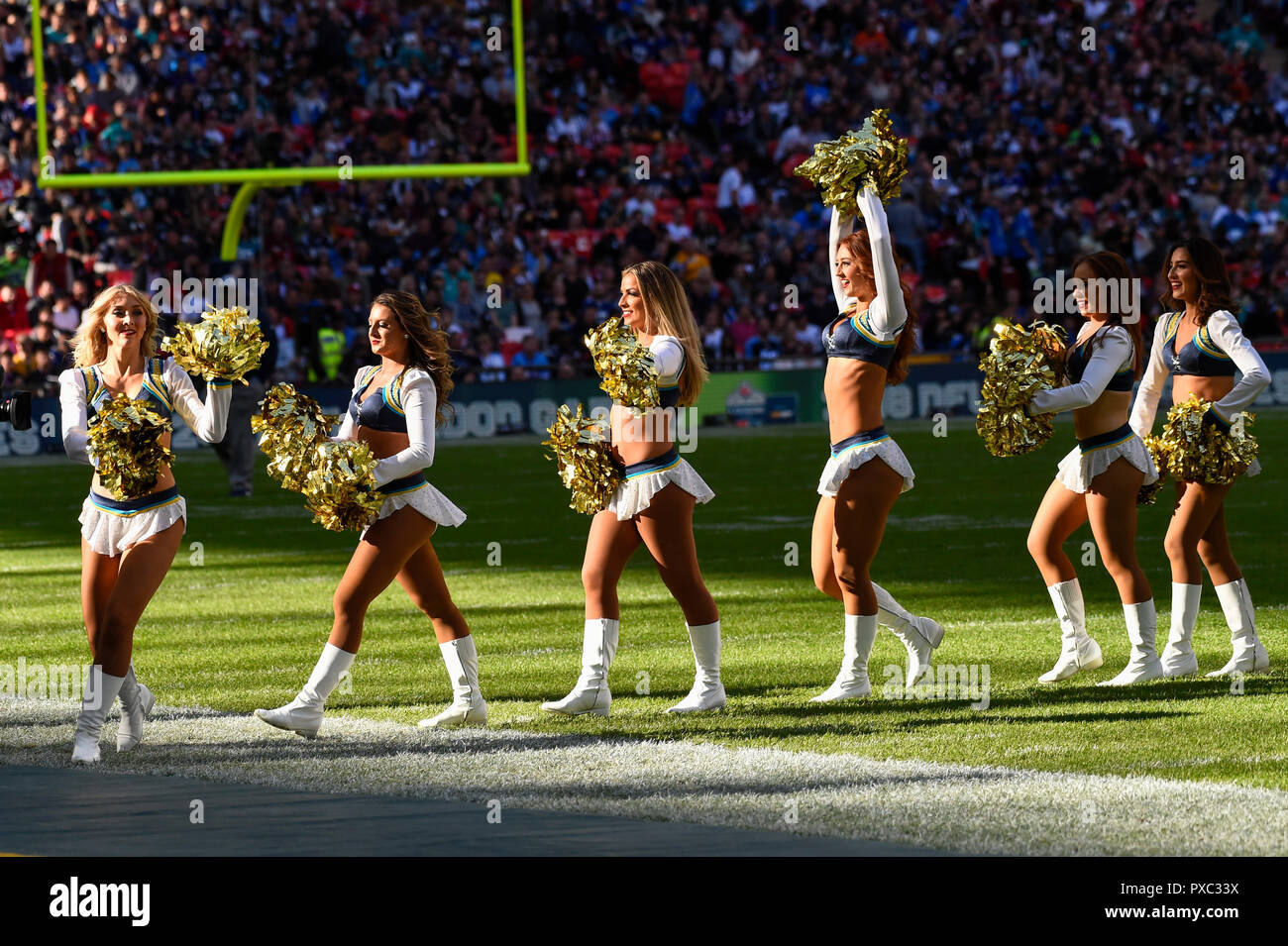 London, UK.  21 October 2018. Chargers cheerleaders at the Tennessee Titans at Los Angeles Chargers NFL game at Wembley Stadium, the second of the NFL London 2018 games.  Credit: Stephen Chung / Alamy Live News - Stock Image