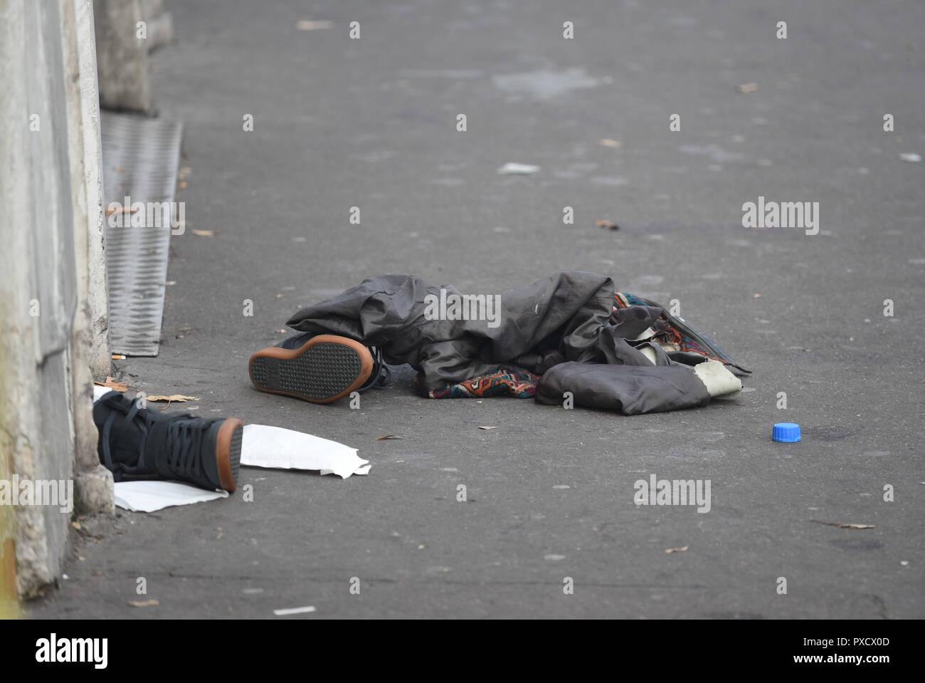 November 14, 2015 - Paris, France: Shoes left near the Bataclan concert hall, where scores of people were killed during the worst-ever terror attack to hit Paris. Des chaussures et des vetements appartenant aux victimes abandonnees pres du Bataclan, au lendemain des tueries du 13 novembre 2015, dans lesquelles 130 personnes ont ete tuees par des terroristes djihadistes. *** FRANCE OUT / NO SALES TO FRENCH MEDIA *** - Stock Image