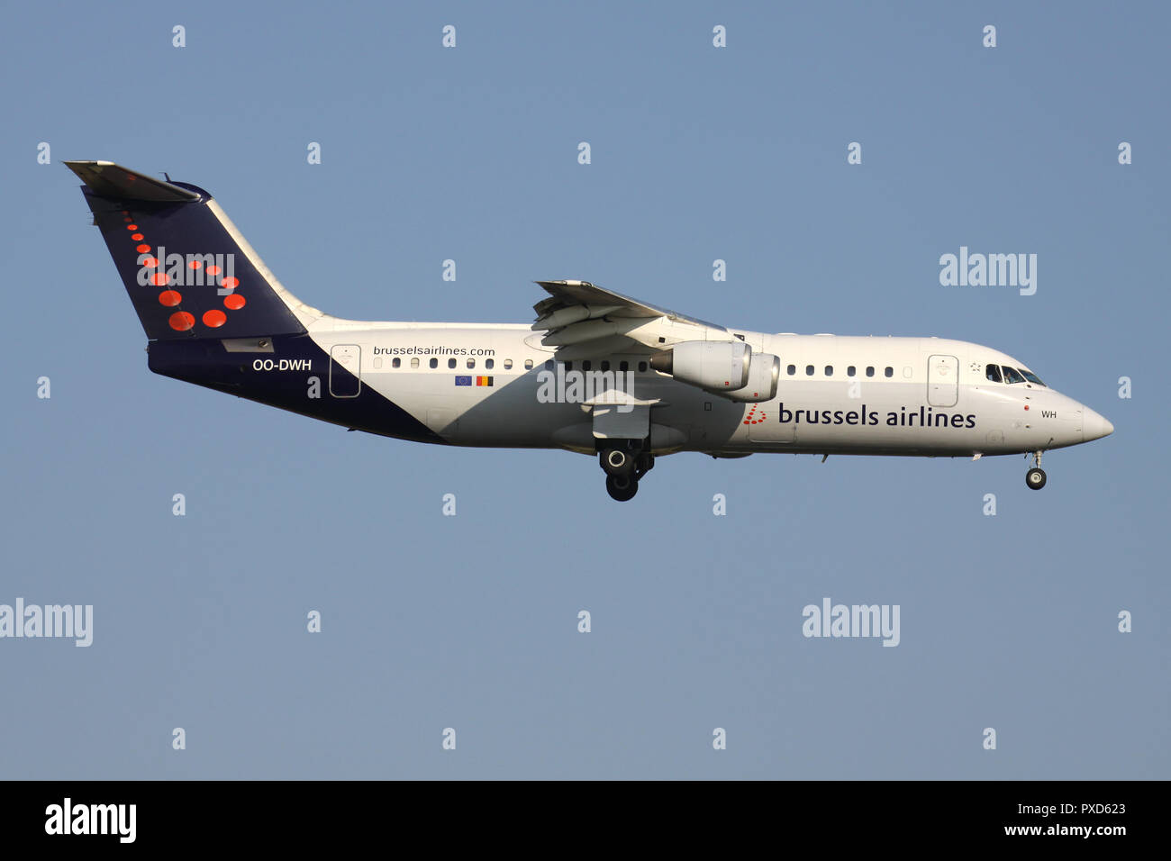 Belgian Brussels Airlines Avro RJ100 with registration OO-DWH on short final for runway 01 of Brussels Airport. - Stock Image