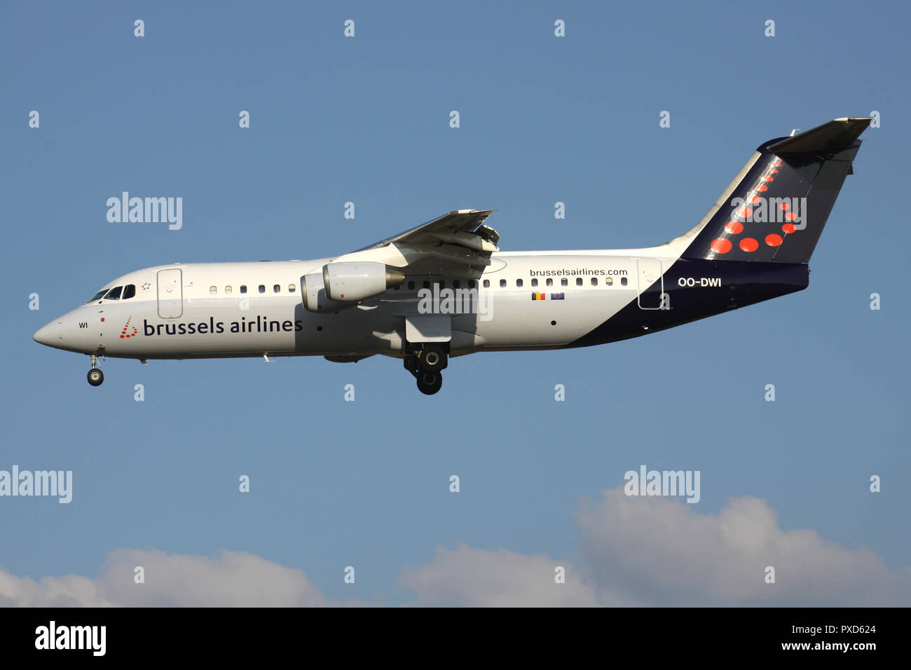 Belgian Brussels Airlines Avro RJ100 with registration OO-DWI on short final for runway 01 of Brussels Airport. - Stock Image