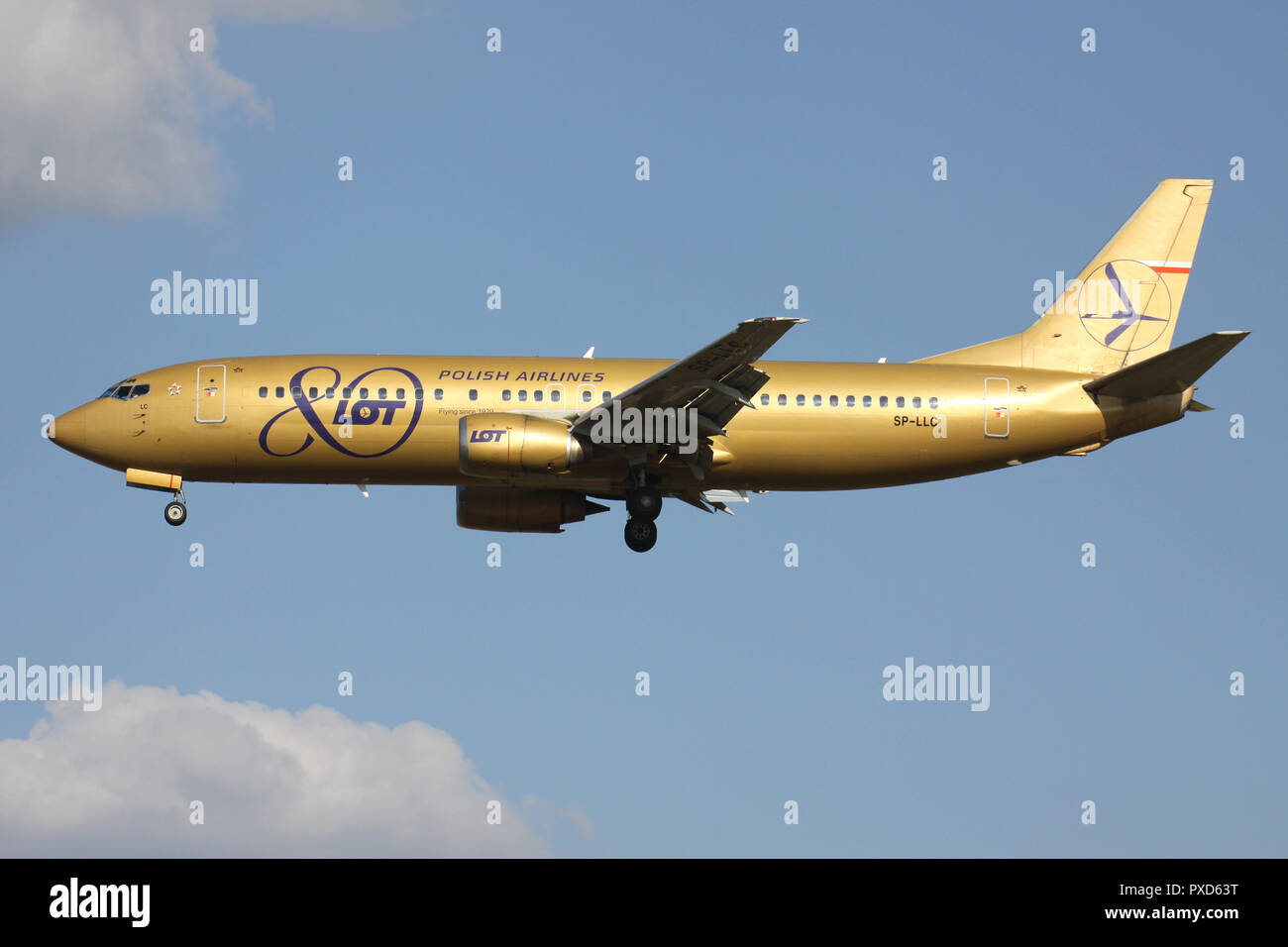 Polish LOT Boeing 737-400 in golden 80 Years livery with