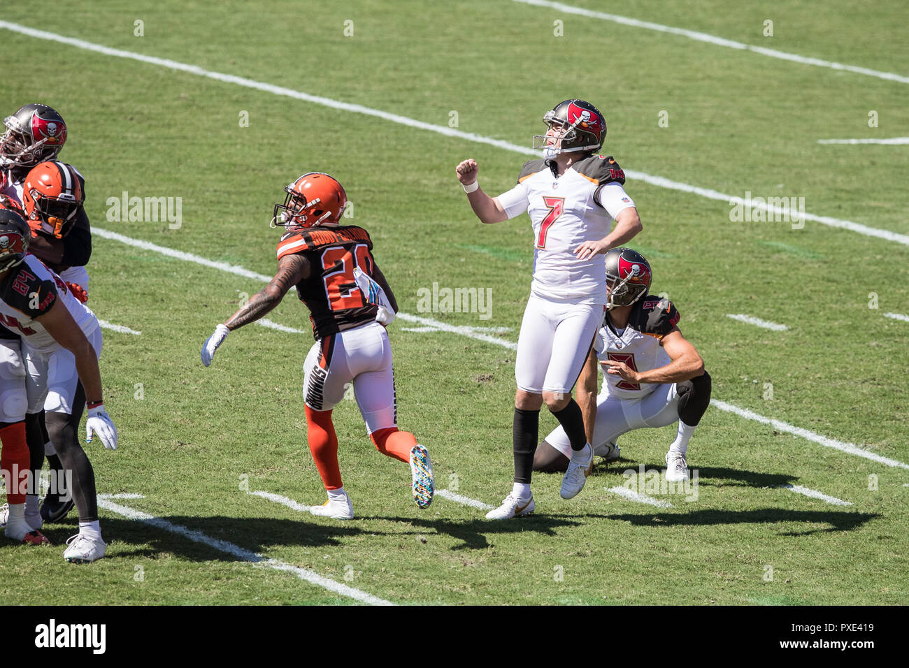 a7cd37b48 Tampa, Florida, USA. 21st Oct, 2018. Tampa Bay Buccaneers kicker Chandler  Catanzaro (7) completes a 29 ...