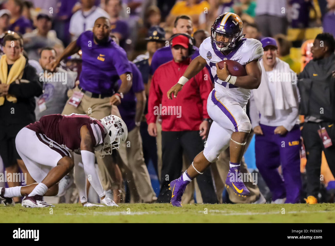 LSU Tigers running back Clyde Edwards-Helaire (22) runs against Mississippi  State Bulldogs during the game between the LSU Tigers and Mississippi State  ... 90a7978e4