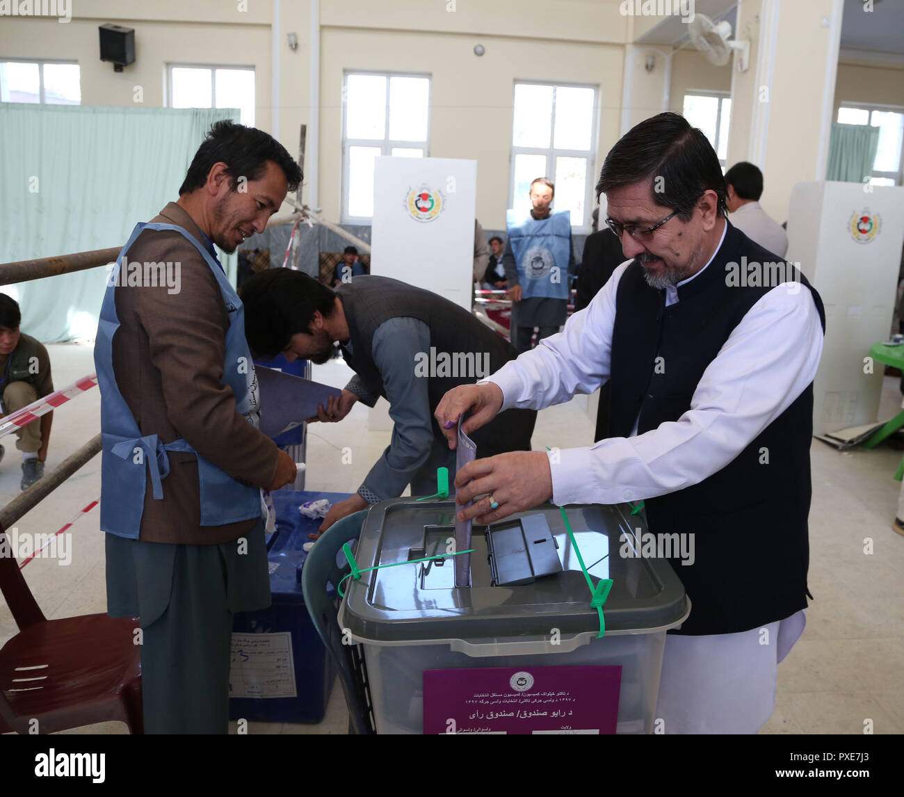 Kabul, Afghanistan  21st Oct, 2018  An Afghan voter casts