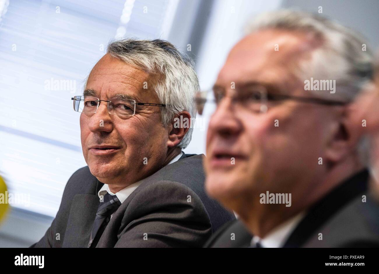 Munich, Bavaria, Germany. 22nd Oct, 2018. WILHELM SCHMIDBAUER president of the Bavarian Police and Bavarian Interior Minister JOACHIM HERRMANN of the CSU. In response to a wave of publications that declare the border checks between Austria and Germany as unconstitutional, Bavarian Interior Minister JOACHIM HERRMANN called an emergency meeting with Bavarian police president WILHELM SCHMIDBAUER to dispute the claims of unconstitutionality and ineffectiveness of the work carried out by the Grenzpolizei (border police). The Grenzpolizei is composed of Bavarian police tasked with this addition - Stock Image