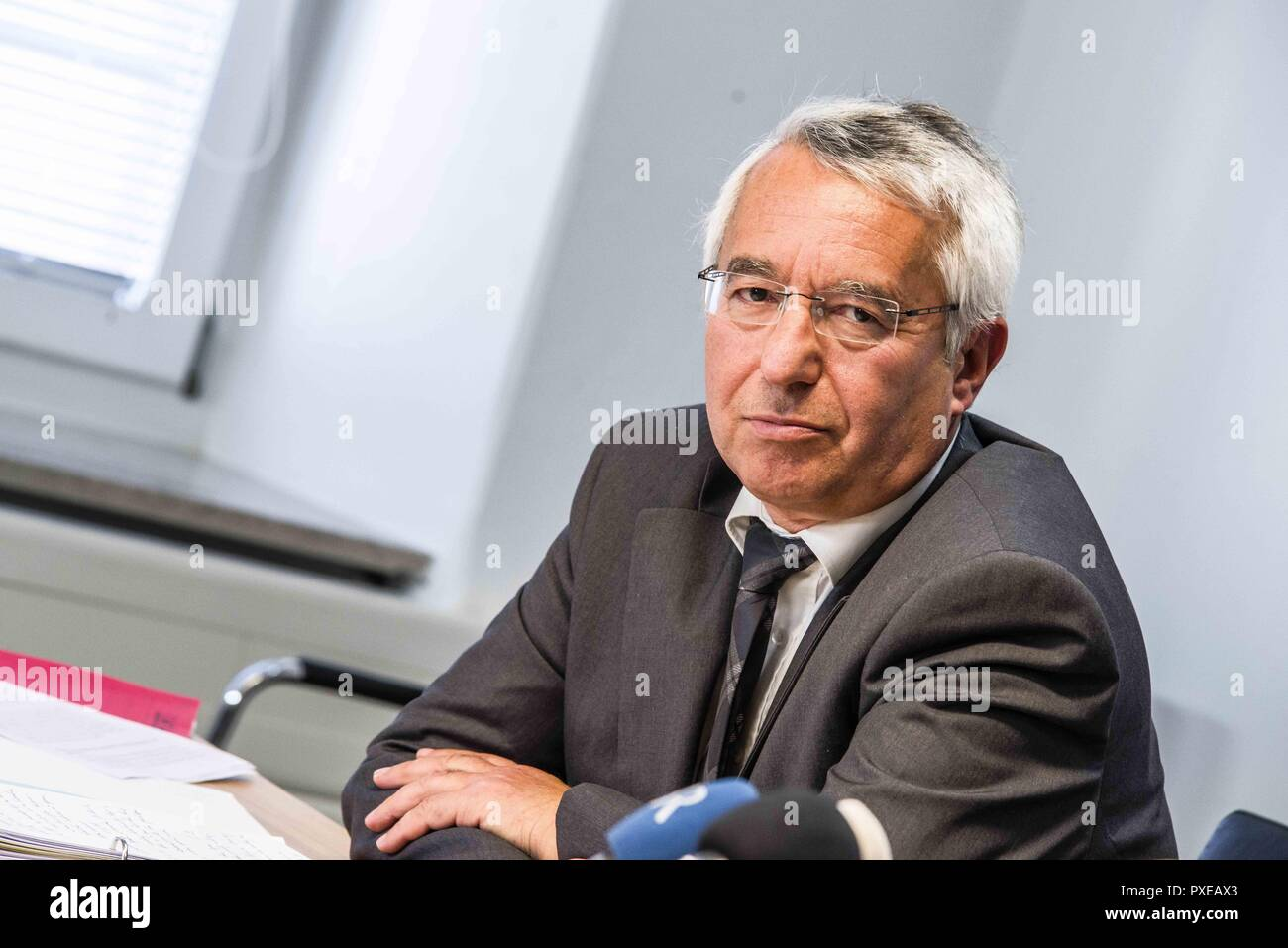 Munich, Bavaria, Germany. 22nd Oct, 2018. WILHELM SCHMIDBAUER president of the Bavarian Police. In response to a wave of publications that declare the border checks between Austria and Germany as unconstitutional, Bavarian Interior Minister JOACHIM HERRMANN called an emergency meeting with Bavarian police president WILHELM SCHMIDBAUER to dispute the claims of unconstitutionality and ineffectiveness of the work carried out by the Grenzpolizei (border police). The Grenzpolizei is composed of Bavarian police tasked with this additional role, despite border control being a federal task. Cri - Stock Image
