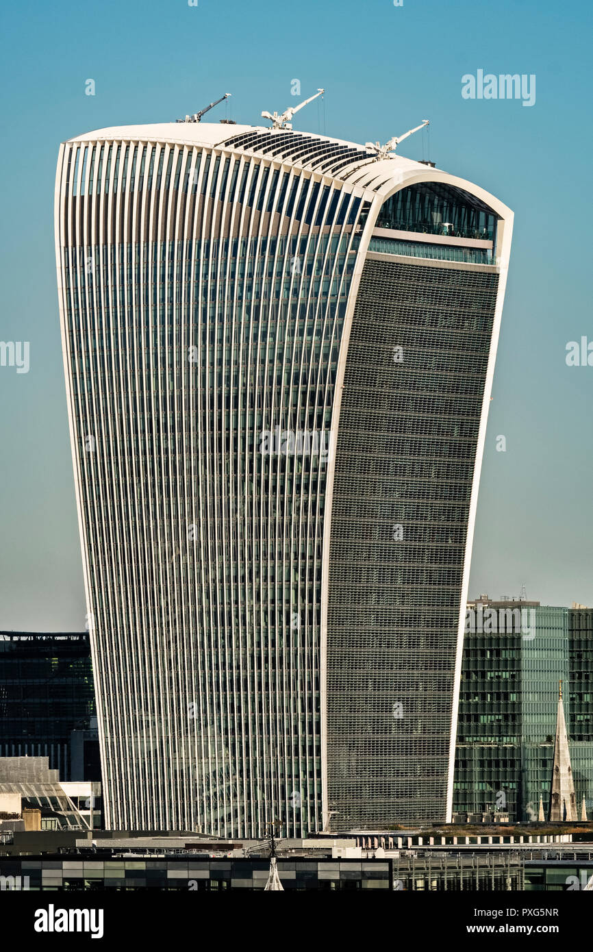 London, UK. The 38-storey 160m 'Walkie-Talkie' building (20 Fenchurch Street) in the City of London, completed 2014 - Stock Image