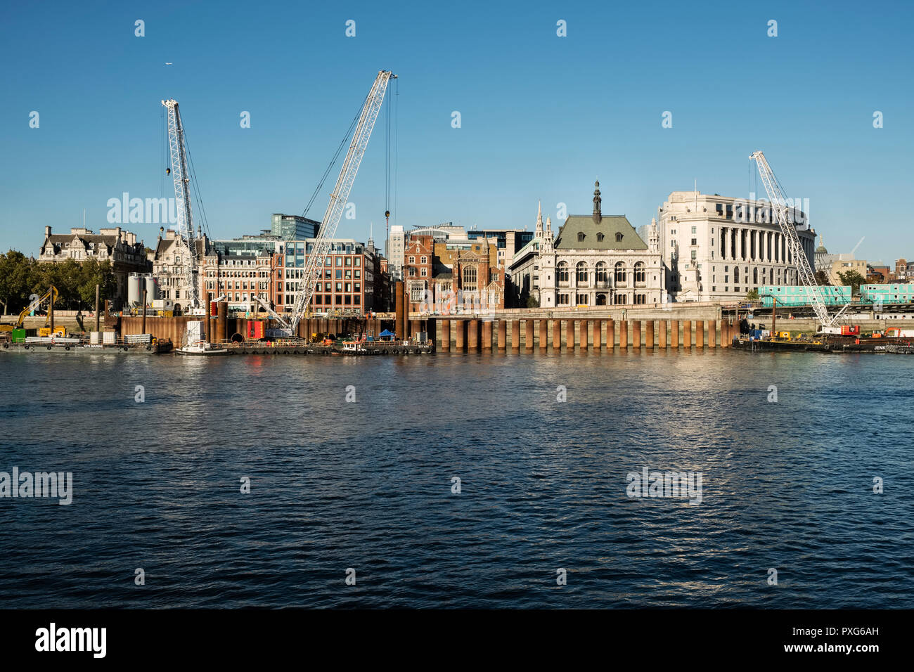 London, UK. View across the River Thames to the Victoria Embankment by Blackfriars Bridge foreshore. Construction of a new 'super sewer' and pier - Stock Image