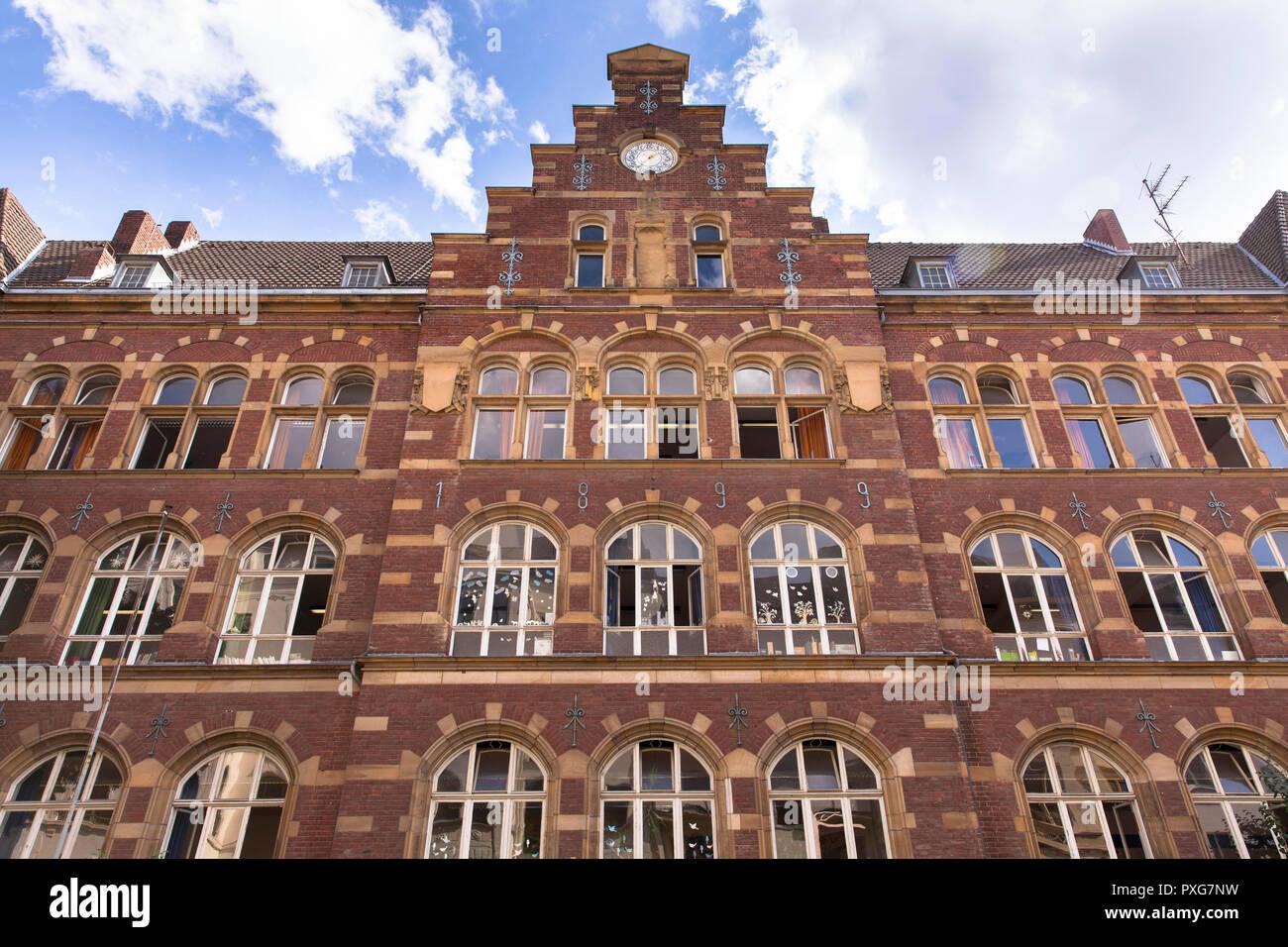 the Stepahn-Lochner School in Lochner Street near Rathenauplatz, Cologne, Germany.  die Stpahn-Lochner-Schule in der Lochnerstrasse nahe Rathenauplatz Stock Photo