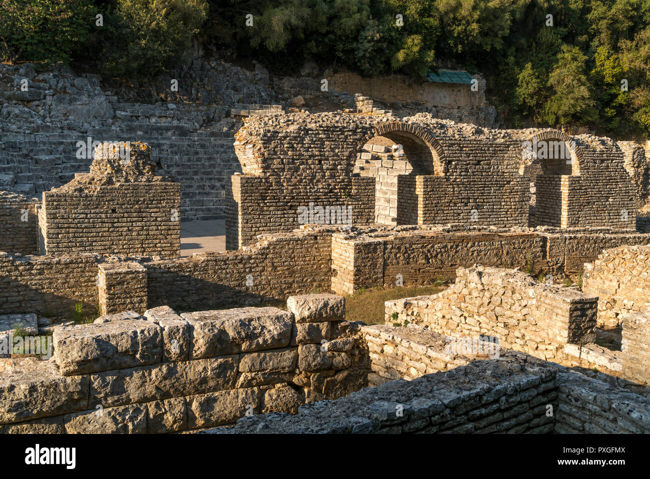 Asklepios-Heiligtum, Butrint, Albanien, Europa | Sanctuary of Asclepius in Butrint or Buthrotum, Albania, Europe Stock Photo