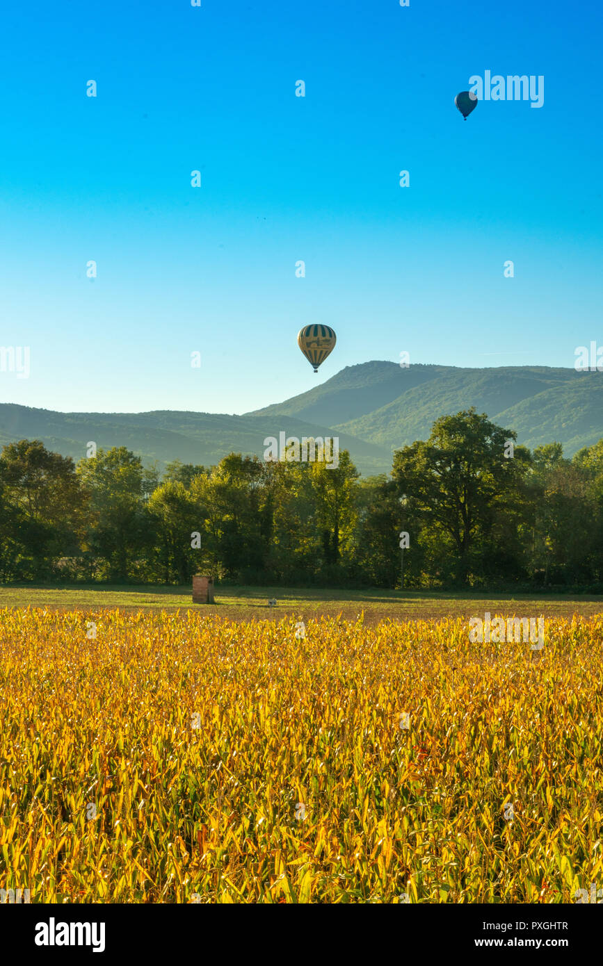 Ballons over Olot in Spain Espana - Ballonfahrt in Spanien - Stock Image
