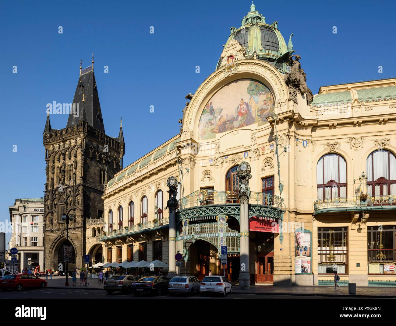 Prague. Czech Republic. The Art Nouveau Obecní dům (Municipal House) on náměstí Republiky, and 15th century Powder Gate.  Obecní dům designed by Anton Stock Photo