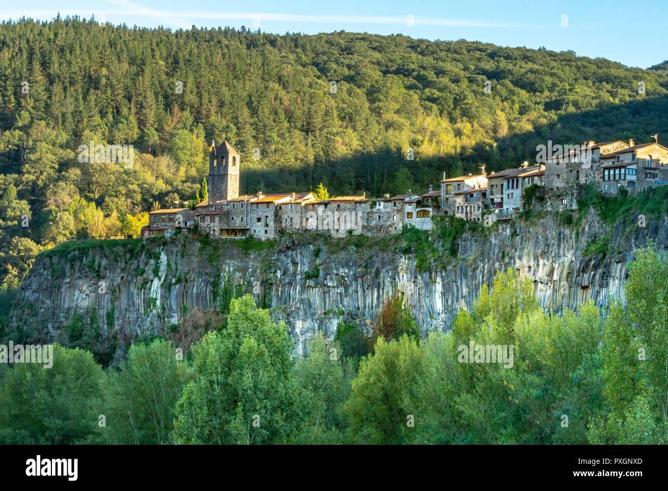Castellfolit de la Roca bei Olot / Girona in Katalonien / Spanien - ein Dorf aus dem Mittelalter, welches noch sehr gut erhalten ist - Stock Image