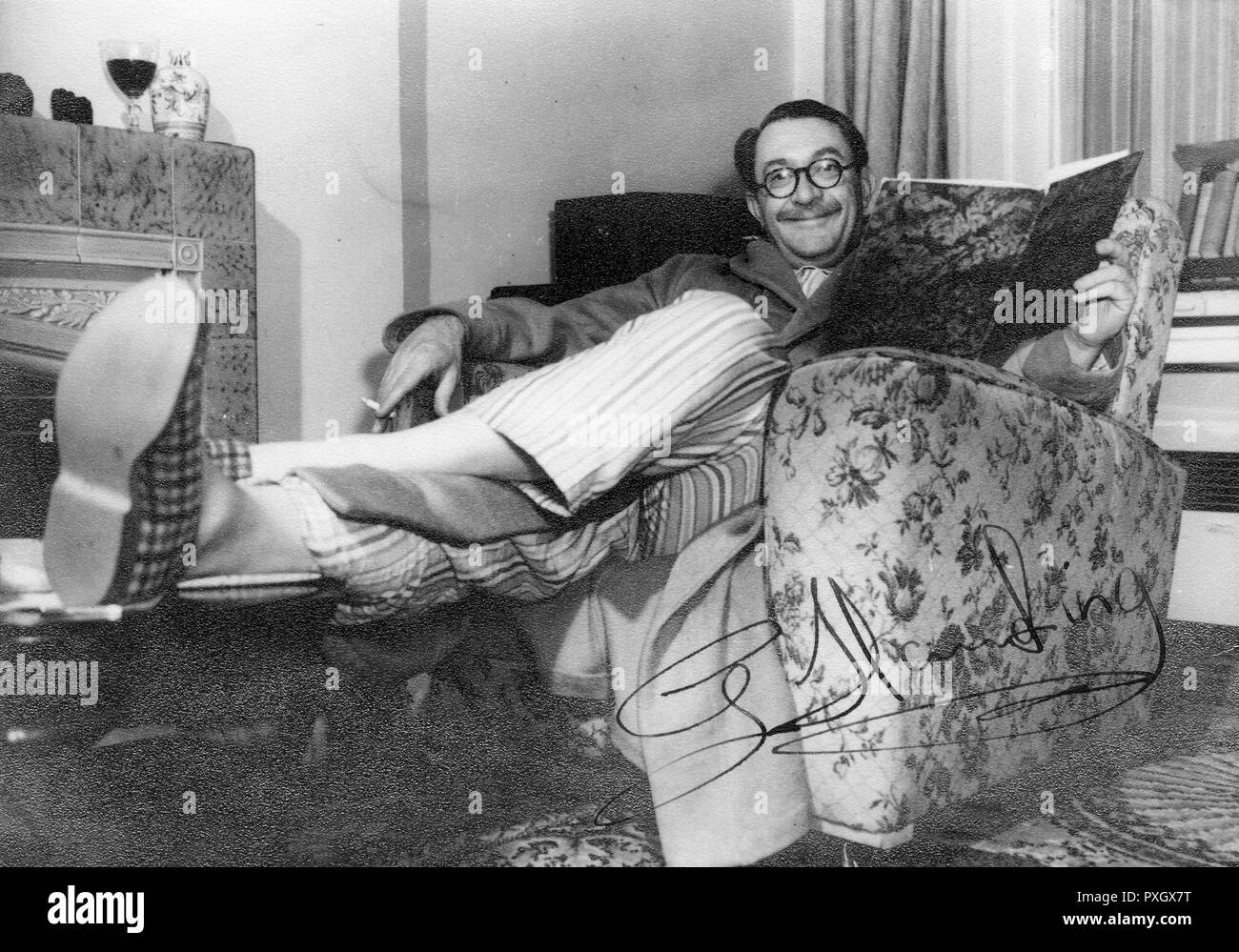 Gilbert Charles Harding (19071960) - English journalist and radio and television personality. His many careers included schoolmaster, journalist, policeman, disc-jockey, actor, interviewer and television presenter.     Date: circa 1950s - Stock Image