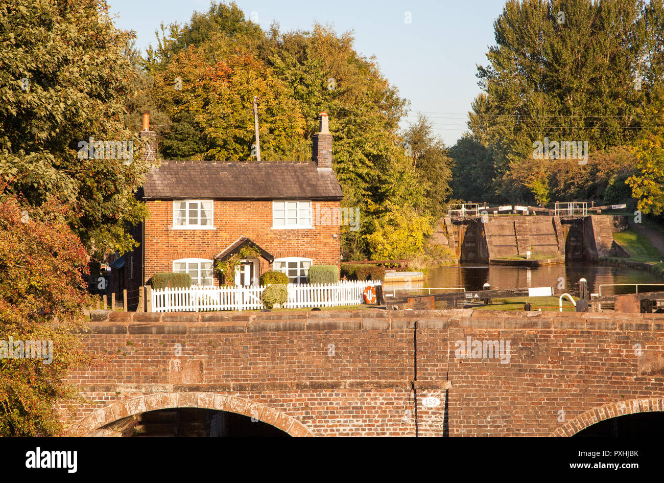 Lock keepers cottage and locks on the Trent and Mersey canal at Wheelock Cheshire England - Stock Image