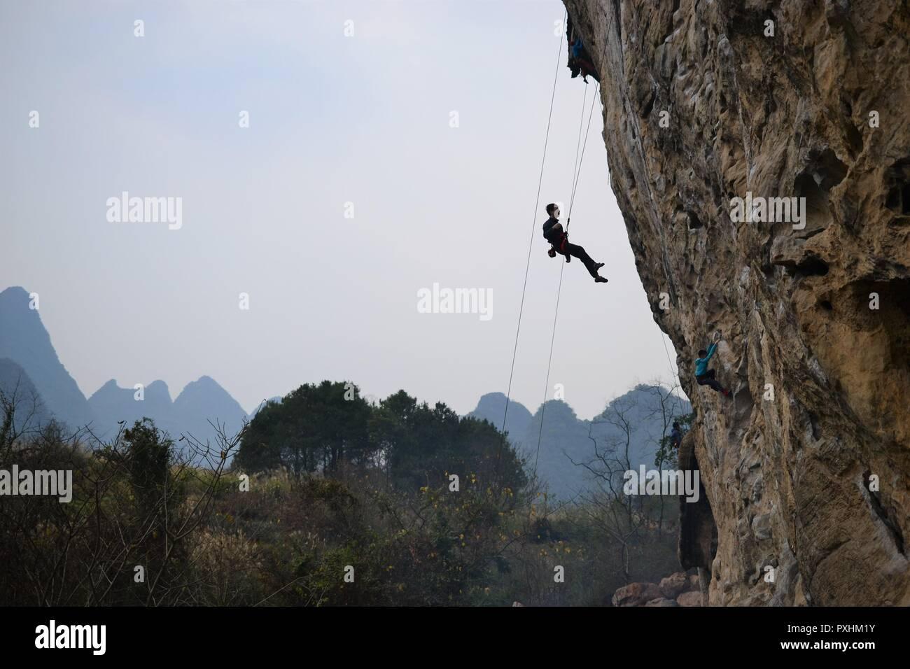 Rock climbing in Yangshuo, Guilin, Guangxi, China Stock Photo