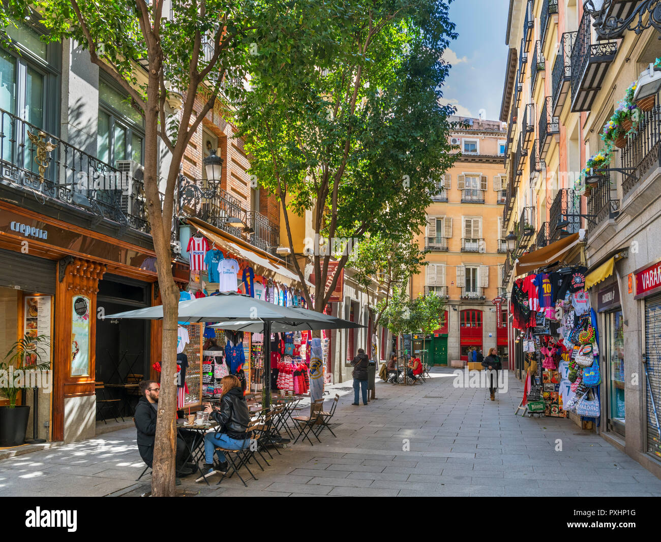 Cafe and shops on Calle Postas in the city centre, Madrid, Spain - Stock Image