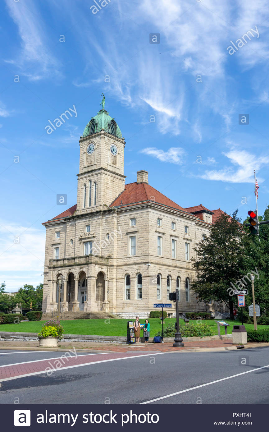 Rockingham County Courthouse in the downtown historic district in Harrisonburg, Virginia USA - Stock Image