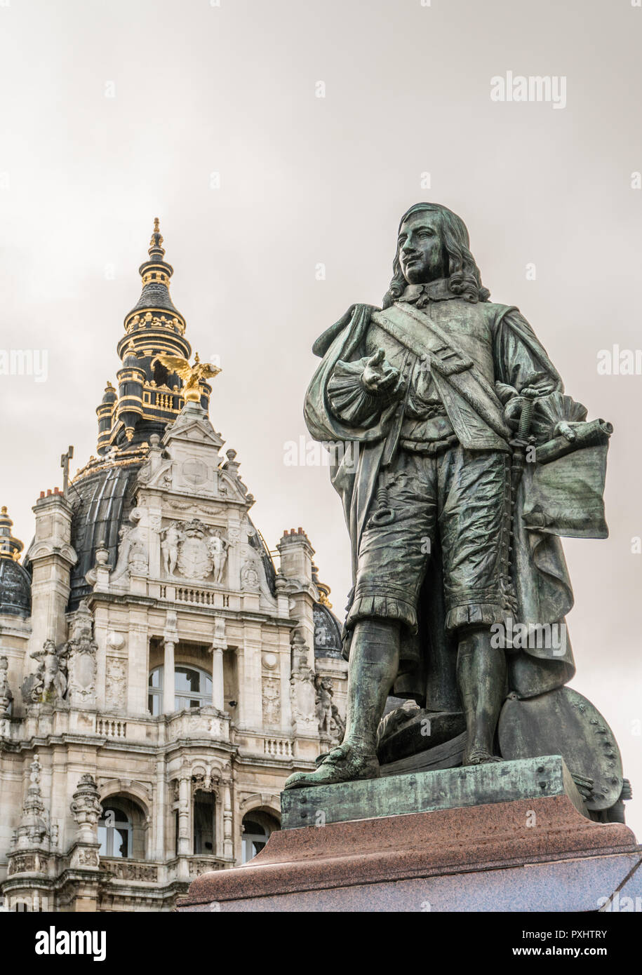Statue of the 17th century Flemish painter David Teniers the Younger (1610 -1690) , in greenish bronze, against one of the impressing neobaroque corne - Stock Image
