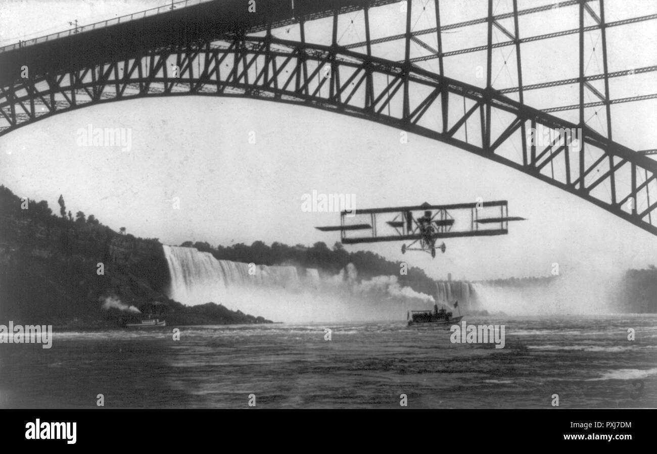 Lincoln Beachey's Flight under Niagara Falls Bridge in 1911 - Stock Image