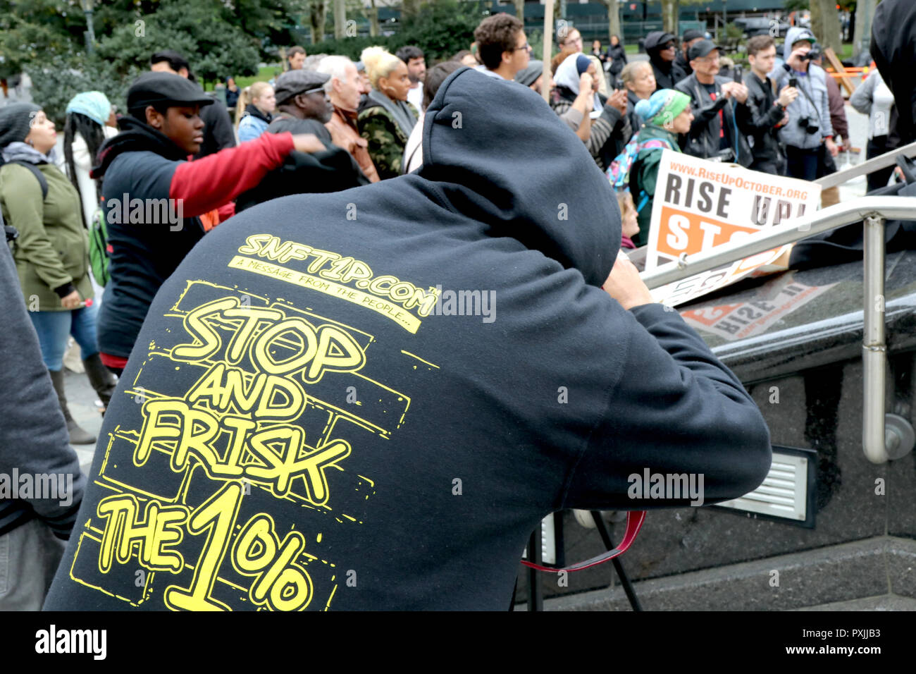"""New York City, New York, USA. 22nd Oct, 2018. Activist organization """"""""˜RiseUpOctober' held its 23rd National Day of Protest to Stop Police Brutality at Foley Square in downtown Manhattan on 22 October 2018. The midday rally and march is a day that activists come together to with those who have lost loved one's as a result of encounters with US law enforcement. Credit: G. Ronald Lopez/ZUMA Wire/Alamy Live News Stock Photo"""