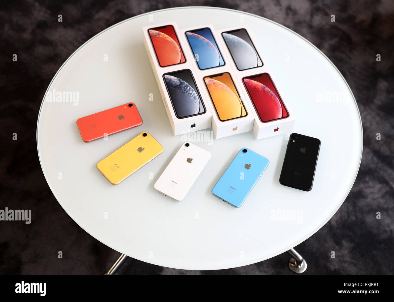 Moscow, Russia. 23rd Oct, 2018. MOSCOW, RUSSIA - OCTOBER 23, 2018: Revealing Apple's new iPhone XR before the start of official sales in Russia scheduled for October 26, 2018. Anton Novoderezhkin/TASS Credit: ITAR-TASS News Agency/Alamy Live News Stock Photo