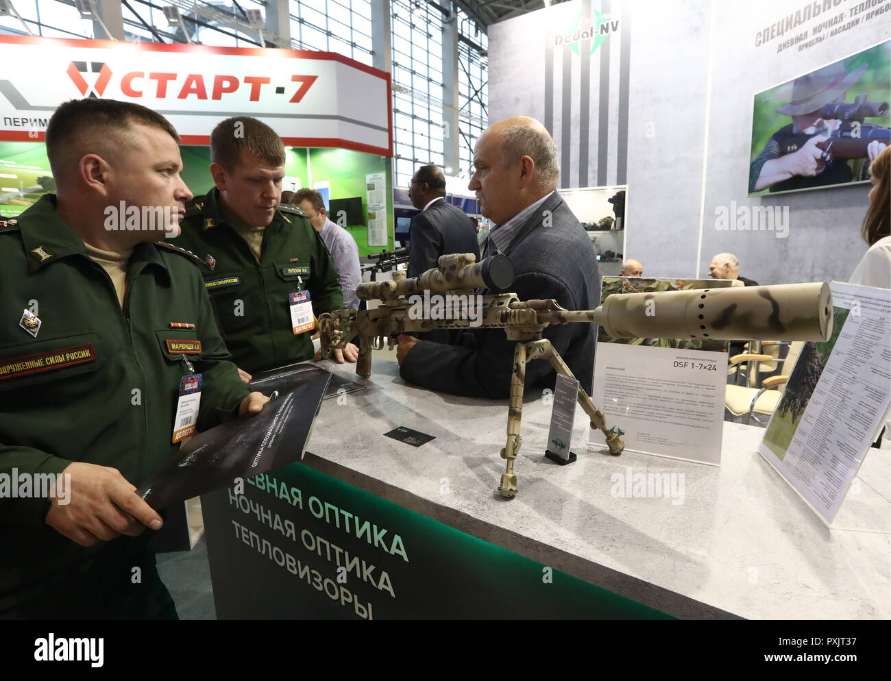 Moscow, Russia. 23rd Oct, 2018. MOSCOW, RUSSIA - OCTOBER 23, 2018: A Dedal DHF 1-7x24 daytime scope at the Interpolitex 2018 International Exhibition of Means of State Security Provision held at Moscow's VDNKh Exhibition Centre. Stanislav Krasilnikov/TASS Credit: ITAR-TASS News Agency/Alamy Live News Stock Photo