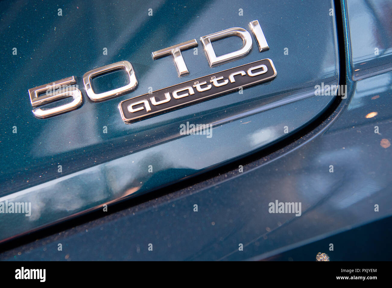18 October 2018, Baden-Wuerttemberg, Nürtingen: The lettering '50 TDI quattro' is written on an Audi Q7 Photo: Sebastian Gollnow/dpa - Stock Image