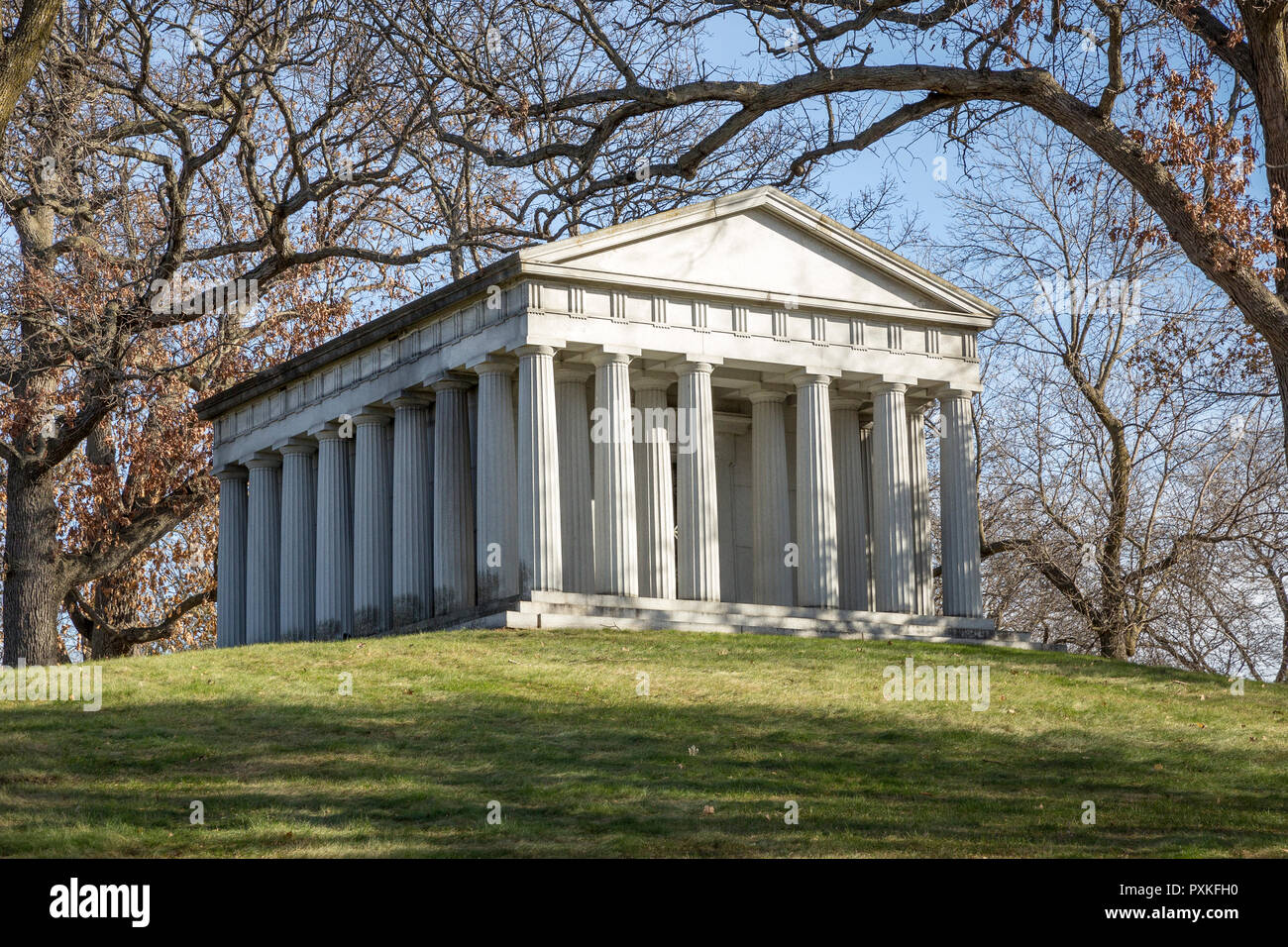 The Lowry-Goodrich Mausoleum in the Lakewood Cemetery in Minneapolis, Minnesota is a replica of the Parthenon in Athens, Greece. - Stock Image