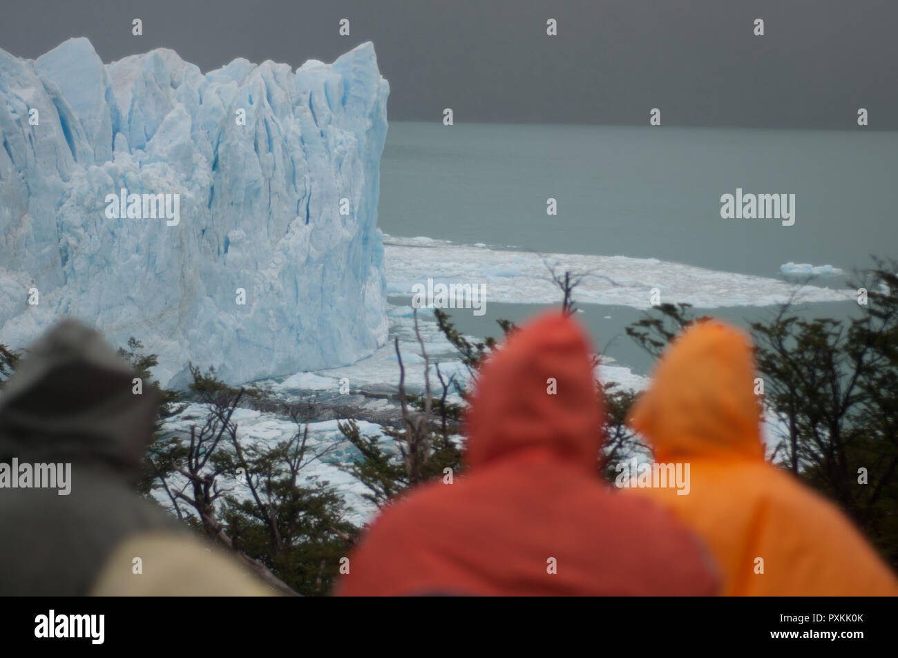 In an ordinary day of bad weather at Lake Argentino, admiring the glacier  Perito Moreno and his melt in the lake - Stock Image
