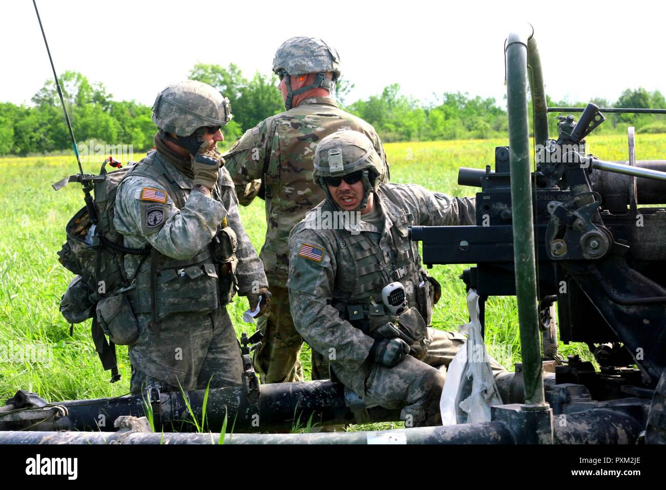New York Army National Guard Soldiers assigned to Alpha Battery, 1st Battalion, 258th Artillery Regiment, 27th Infantry Brigade Combat Team prepares to fire an M119A2 105mm Howitzer during an air assault artillery raid at Fort Drum on June 9, 2017. During the raid, 4 of the battery's cannons were transported to a landing zone where they were then used to engage a simulated enemy target. - Stock Image